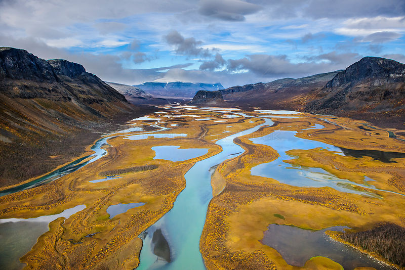Autumn trees on the Rapa River Delta, aerial view, Rapadalen Sarek National Park, Sweden, September 2009.