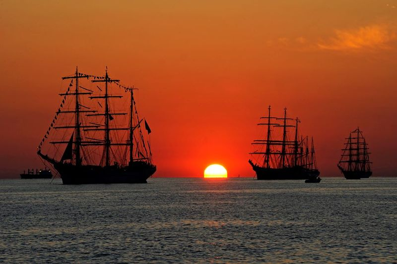 sunset_view_of_ships