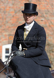 Tabby Prest - Dianas of the Chase - Side Saddle Race 2014.