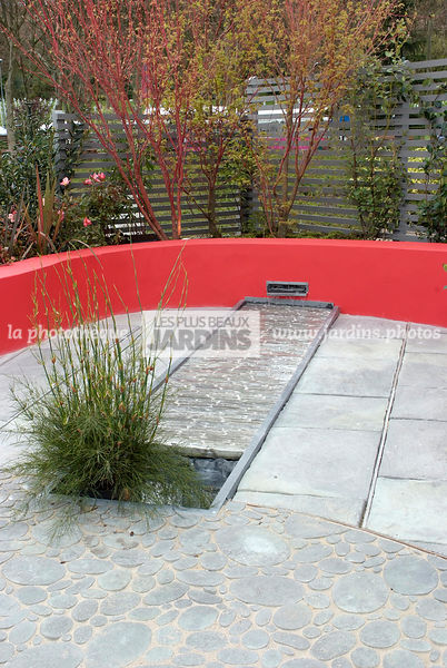 la phototh que les plus beaux jardins jardin contemporain muret fontaine paysagiste. Black Bedroom Furniture Sets. Home Design Ideas