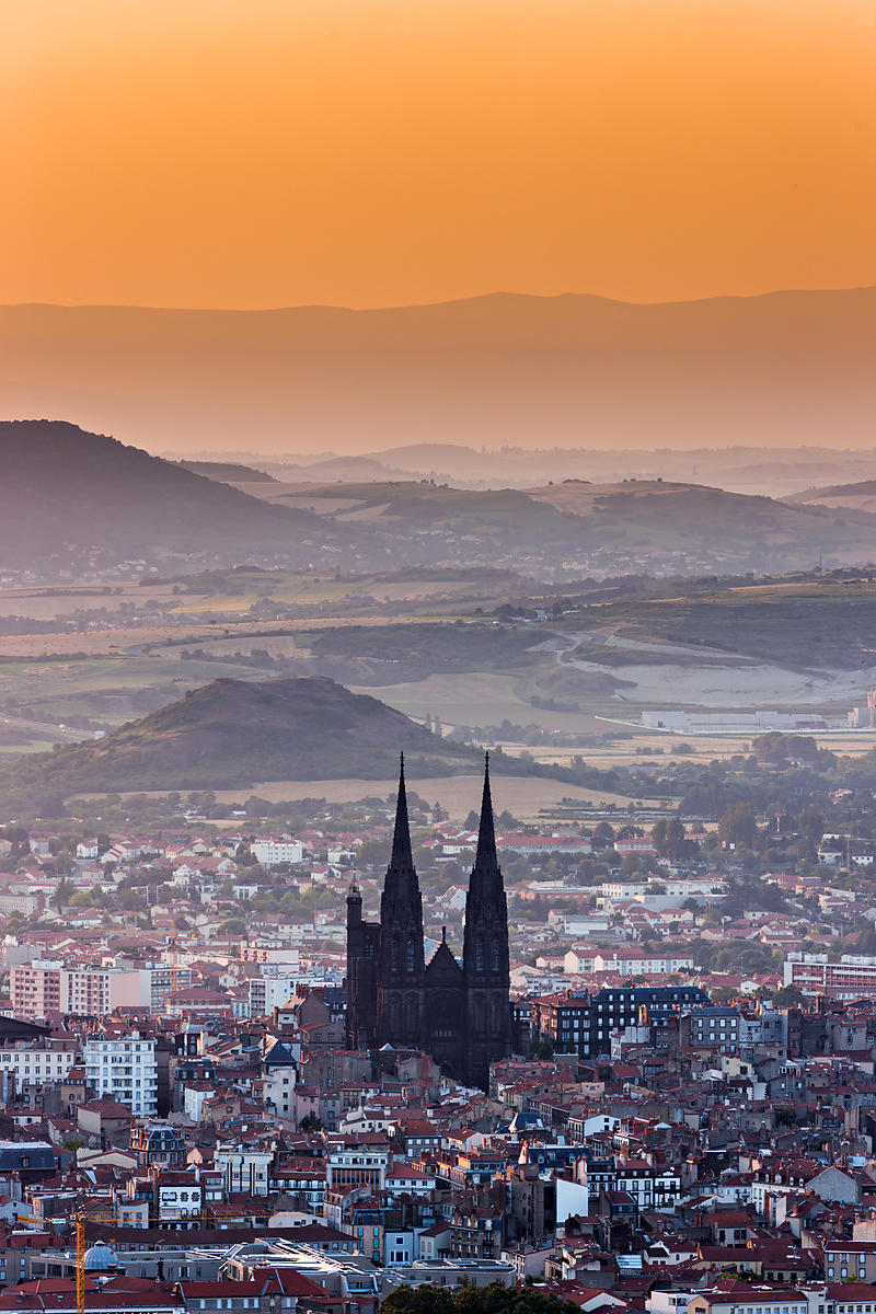 photostock arnaud frich clermont ferrand and its gothic cathedral at sunrise. Black Bedroom Furniture Sets. Home Design Ideas