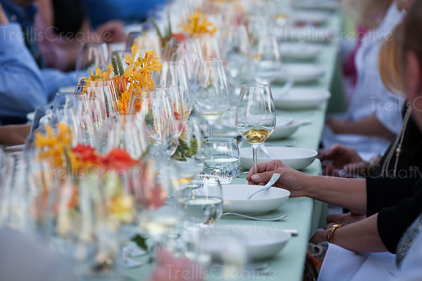 Table setting for an party outdoors