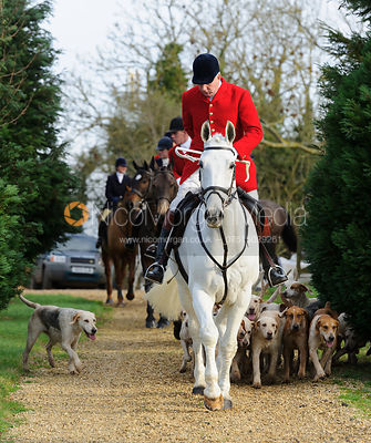 The Cottesmore Hunt at Hill Top Farm 8/12 photos
