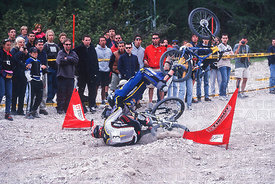 STEVE PEAT AND KARIM AMOUR CRASH AT CORTINA, ITALY. TISSOT MOUNTAIN BIKE WORLD CUP 2000