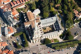 photo aerienne de la cathedrale de Luçon