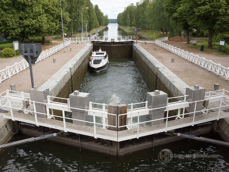 Finland - Vääksy (Canal Lock in Action)