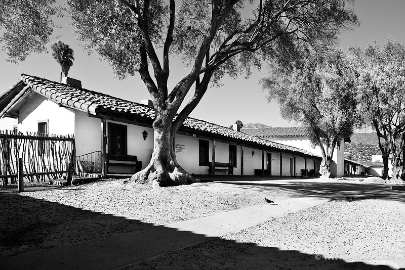 EL PRESIDIO DE SANTA BARBARA HISTORIC SANTA BARBARA CALIFORNIA BLACK AND WHITE