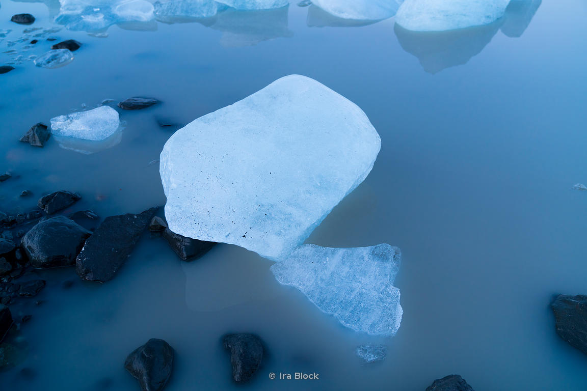 Ice floating in Fjallsarlon lagoon at the south end of the Icelandic glacier Vatnajökull.