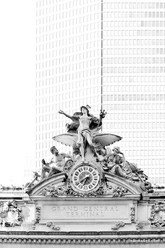 GRAND CENTRAL TERMINAL MANHATTAN NEW YORK CITY BLACK AND WHITE VERTICAL