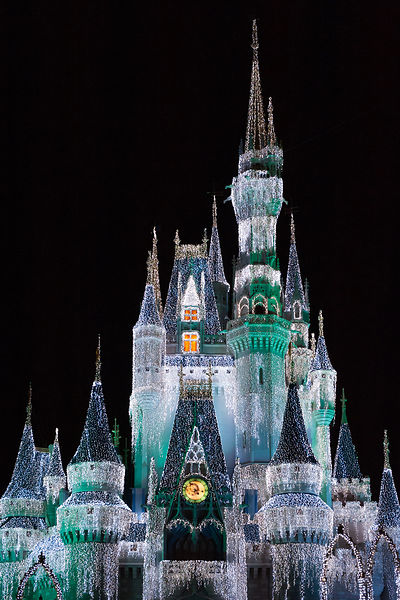 Disney-Cinderella-Castle-Dream-Lights-Blue-Green-0360