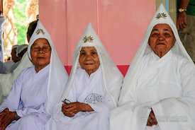 Nuns in Cao Dai Temple