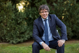 24 Feb 2018 - Brussels, Belgium - Carles Puigdemont poses in his house's garden after an interview. © Bernal Revert/ BR&U