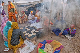 langar ( communal meal) preparation during the festival