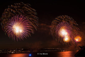 2013 Macy's Fourth of July Fireworkslooking north from Chelsea Piers in Manhattan, New York on the Hudson River.