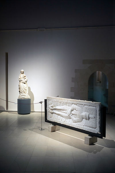 A statue and a mediaeval frieze at the Galeria Regionale di Palazzo Bellomo