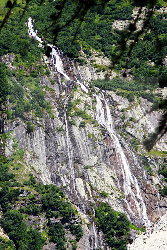 Waterfalls_in_french_alps_25
