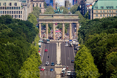The Strasse des 17 Juni leading to The Brandenburg Gate