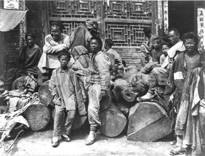 Poor Chinese men and boys, ca. 1909