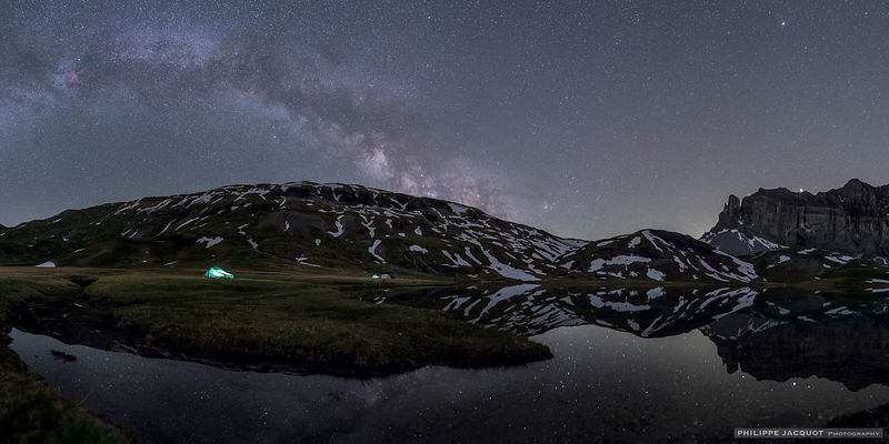 Alone under Milky Way - Anterne's lake