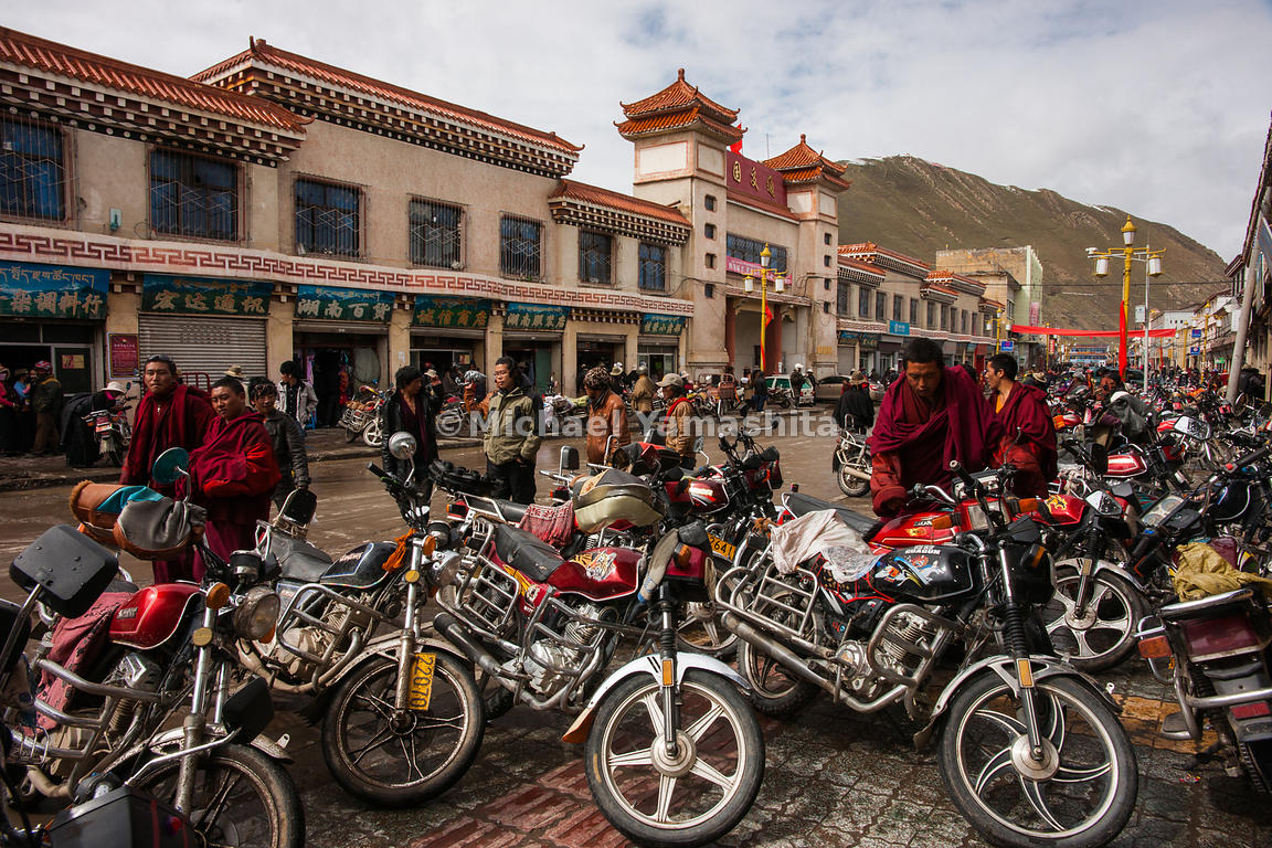 Local nomad market. Town is packed due to the snow. Since no one is out collecting yartsa gompo, everyone comes to town for shopping. And thanks to the high price, they all can afford motorcycles which have taken the place of the horse.