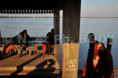 BIRMANIE, U BEIN, PONT ET LAC TAUGTHMAN//Burma, Myanmar, U Bein, Lake Taungthman And Bridge