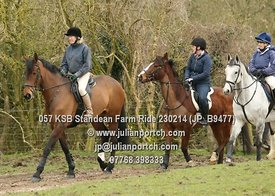 Kent and Surrey Bloodhounds ride from Standean Farm