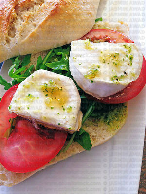 Sandwich with goat cheese and tomato