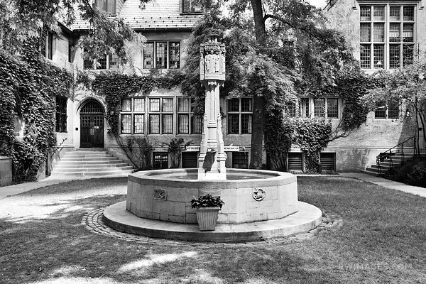 FOURTH PRESBYTERIAN CHURCH COURTYARD MICHIGAN AAVENUE CHICAGO BLACK AND WHITE
