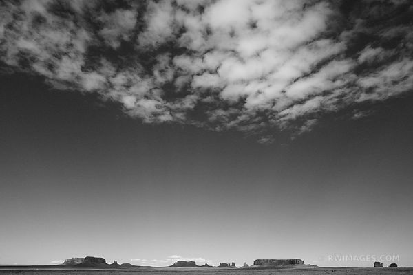 MONUMENT VALLEY ARIZONA BLACK AND WHITE