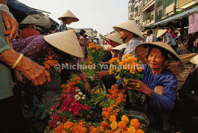 "The Cantho Flower Market is busiest during the Vietnamese New Year celebration of Tet. ""As to the four seasons, they take the opening of the flowers as spring, and the falling of the leaves as autumn."" Ma Huan, Zheng He's scribe and translator."
