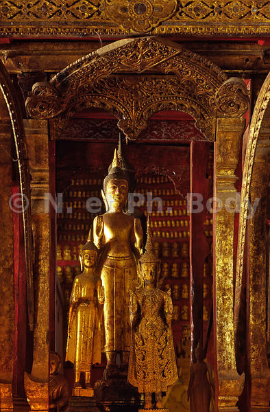STATUES DE BOUDHAS, TEMPLE DE VAT MAY, LOUANG PHRA BANG, LAOS//LAOS, LOUANG PHRA BANG, VAT MAY