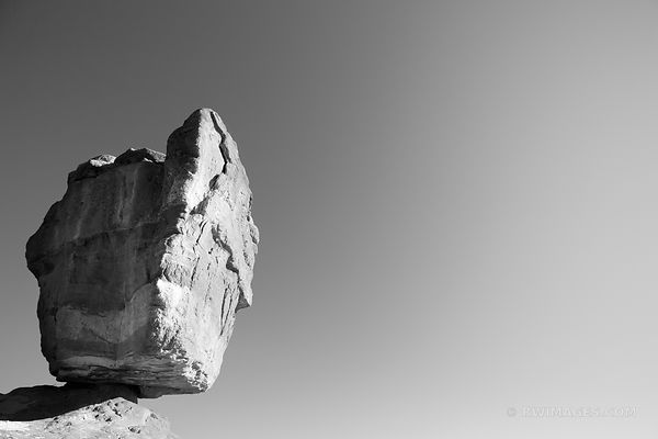 BALANCED ROCK GARDEN OF THE GODS COLORADO SPRINGS COLORADO BLACK AND WHITE
