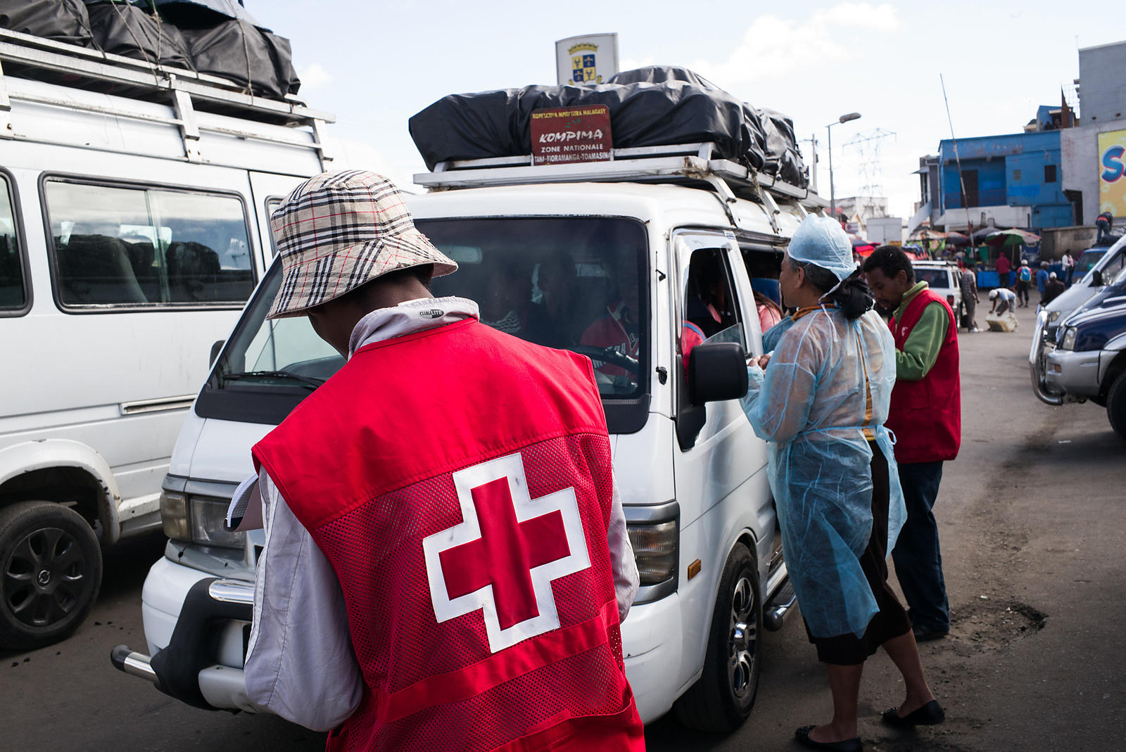 "Doctors and nurses from The Ministry of Health and officers of the Malagasy Red Cross staff a healthcare checkpoint at the ""taxi-brousse"" station of Ampasapito district in Antananarivo on October 5, 2017, with the mission of informing passengers leaving Antananarivo, and to potentially detect cases suspected of plague."
