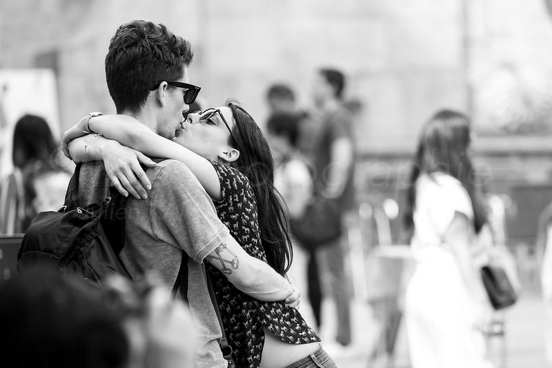 Street Photo - The kiss