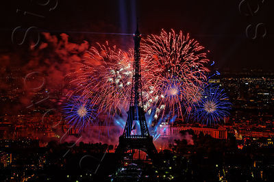 Paris feu d'artifice du 14 juillet à la Tour Eiffel