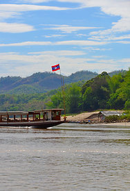 Lao_flag_on_longboat