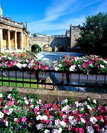 Pulteney bridge and river avon from the parade gardens bath
