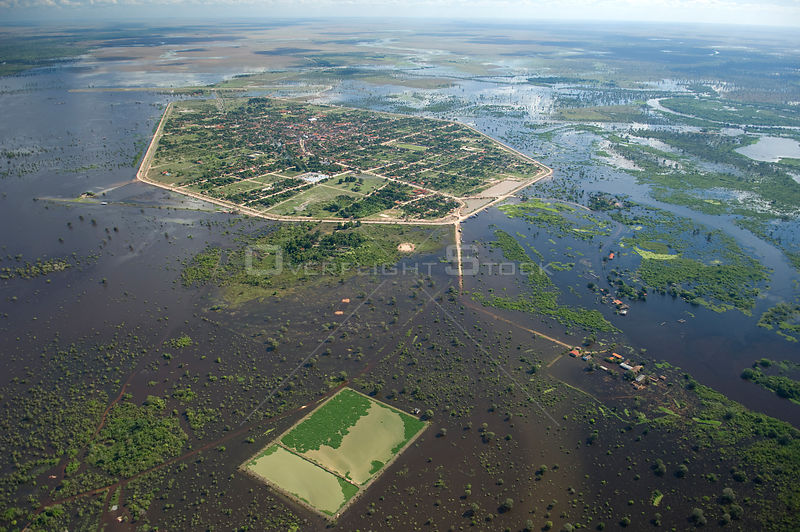 Aerial view of Santa Ana del Yacuma isolated by the flood waters of the Mamoré River, Beni Department, Northern Bolivia. 2008