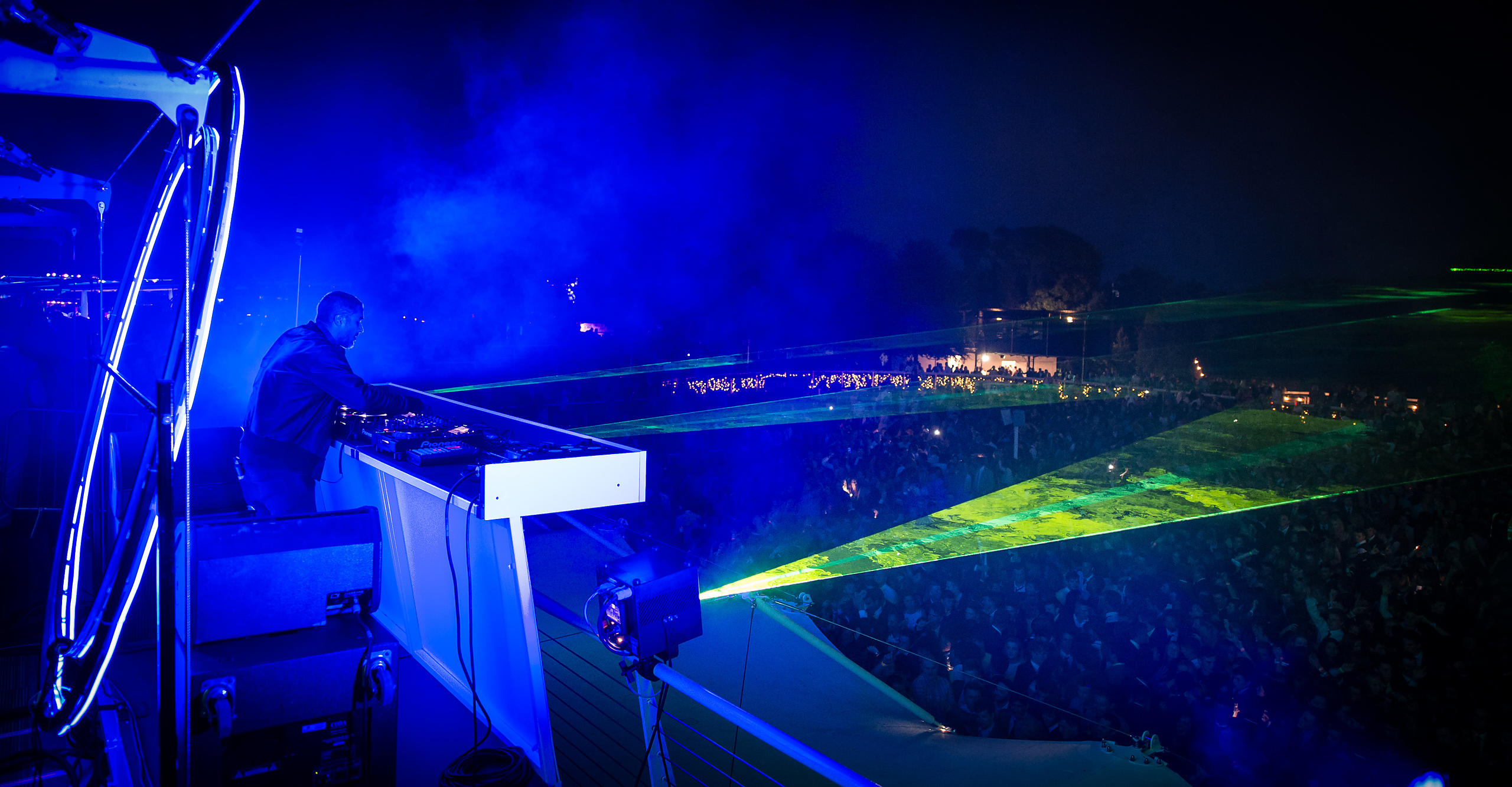 Zane Lowe wowing the crowds at Goodwood Three Friday Nights 2015
