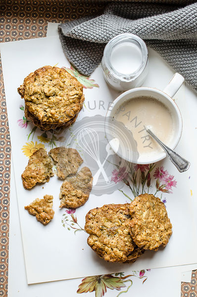 Oatmeal cookies with walnut and raisins