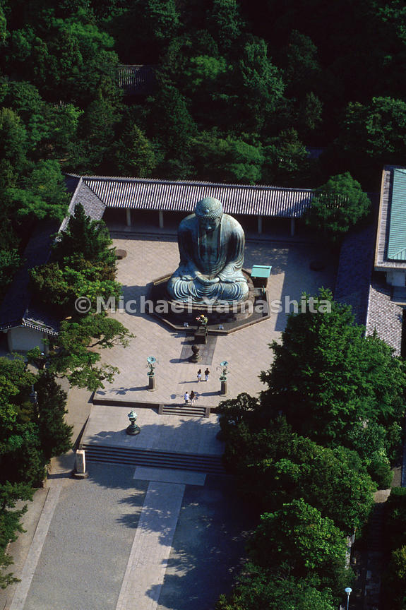 A bird's-eye view of the imposing Daibutsu, Great Buddha, in Kamakura accentuates its weathered patina. Its asymmetrical proportions make the view from about five meters back the most impressive.