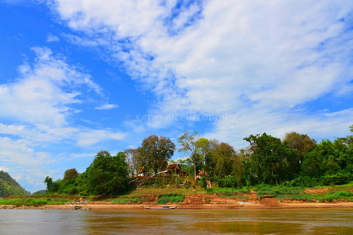 Monastery_on_the_Mekong