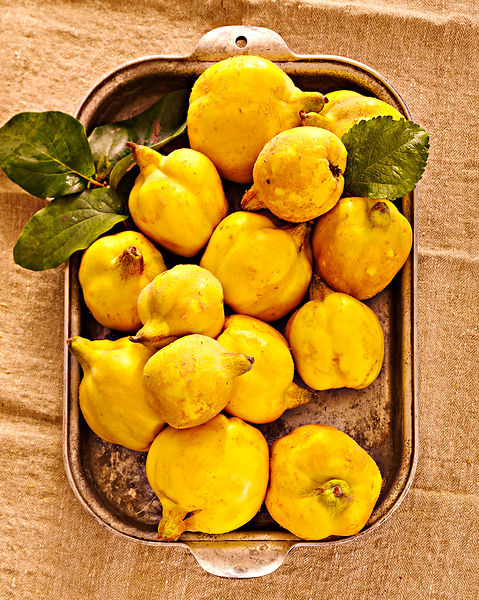Quince in a baking tray