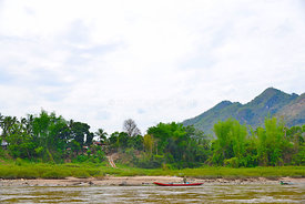 Red_boat_village_Mekong