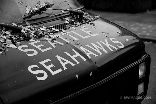 SEATTLE SEAHAWKS BLACK AND WHITE