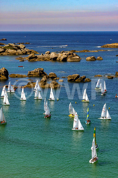 Sailboat_race_Brittany_01-APL