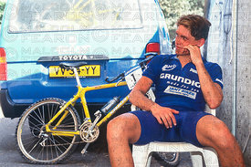 RUNE HOYDAHL SITS ALONE AFTER A DOUBLE PUNCTURE ENDED HIS RACE AND CHANCES OF THE OVERALL TITLE. ROME, ITALY. GRUNDIG WORLD CUP FINALS 1995
