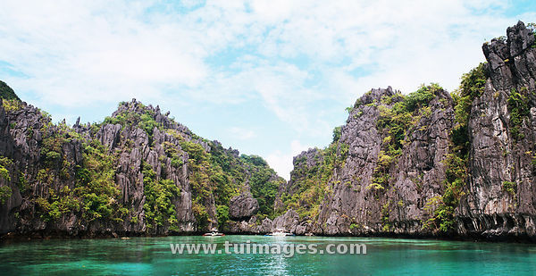 Lagoon and  limestone cliff in El Nido
