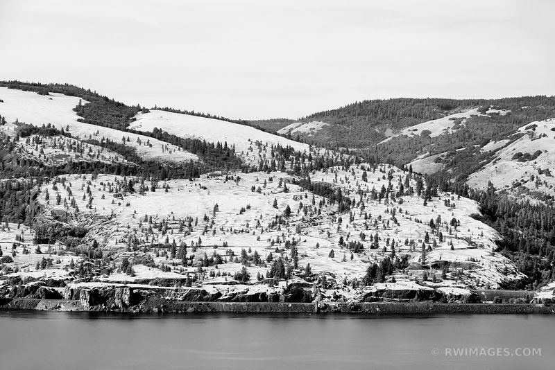 COLUMBIA RIVER COLUMBIA RIVER GORGE OREGON BLACK AND WHITE