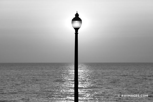 STREET LAMP LAKE MICHIGAN BEFORE SUNRISE CHICAGO BLACK AND WHITE HORIZONTAL